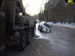 В центре Екатеринбурга внедорожник провалился под землю