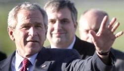 Буш напомнил журналистам о сложностях английского языка