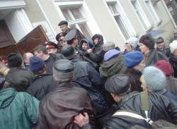 Украина встала в очередь за вкладами СССР: драки, давки, 1 умер