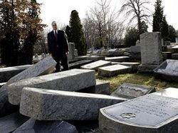 Вандалы разгромили еврейское кладбище в Нью-Джерси: осквернены 500 могил (фото)