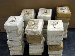 Наркокурьер пытался спрятать партию кокаина под рясой священника