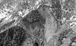 На северо-востоке Китая оползень завалил 11 горняков