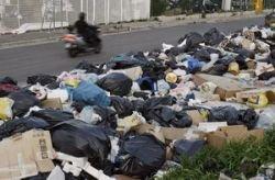 В Неаполе тонны мусора закрыли школы