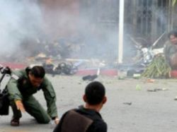 На юге Таиланда от взрыва бомбы пострадали 27 человек