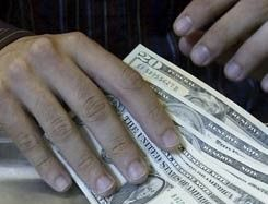 Курс доллара к рублю падает третью спецсессию подряд