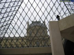 Парижский Лувр — самый посещаемый музей мира