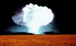 США подкармливают ядерные программы в России и на Украине