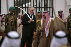 Поездка Джорджа Буша (George Bush) по странам Ближнего Востока (фото)