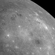 Messenger отснял ранее невиданную сторону Меркурия (фото)