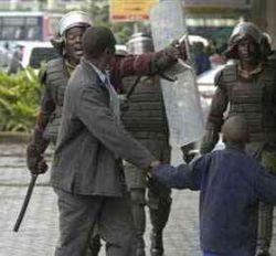 Кенийской полиции разрешили стрелять в демонстрантов на поражение