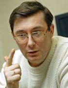 Глава МВД Украины Юрий Луценко заявил, что мэр Киева Леонид Черновицкий подло напал на него сзади