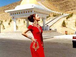 Президент Туркмении вернул женщинам 8 марта