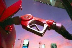 Очередь за бензином по три цента в Германии разгоняла полиция