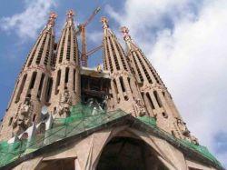 Шедевру Антонио Гауди - собору Саграда Фамилия в Барселоне - грозит опасность из-под земли