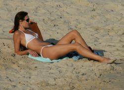 Новые фото Карлы Бруни (Carla Bruni) в бикини (фото)