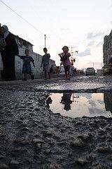 После взрыва стены на границе тысячи палестинцев хлынули в Египет