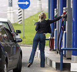 Нефтяные холдинги делят столичный рынок топлива