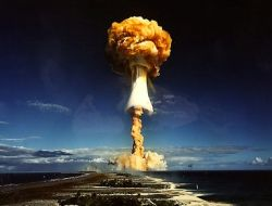 """США и НАТО \""""готовят почву\"""" для ядерного удара по неугодным странам"""