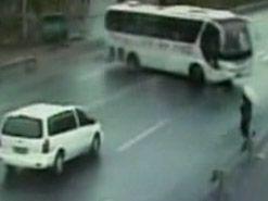 Удивительный случай с велосипедистом в Китае (видео)