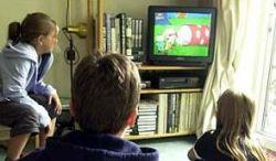 Телевидение отучает подростков думать и общаться