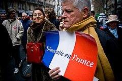 Французские госслужащие проводят массовую забастовку