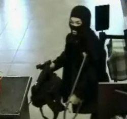 Хромой ниндзя ограбил банк (видео)