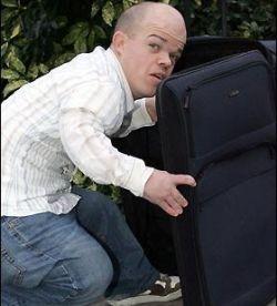Ноу-хау британских преступников: вас грабят карлики в чемоданах