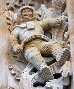 Удивительный космонавт на стене кафедрального собора (фото)