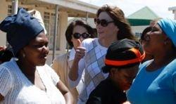 Избранница президента Франции Карла Бруни дала интервью полуобнаженной