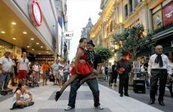 Аргентинское танго на улице Буэнос-Айреса (фото)
