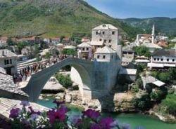 Древний мост в Мостаре (Босния и Герцеговина)