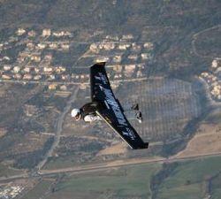Jet-Engine-Powered Wings превращает человека в птицу