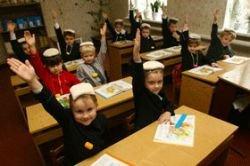 В уникальной «чесночной» школе на Украине дети сидят с мешками на головах