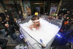 Установлен рекорд по длительности пребывания человека во льду (видео)