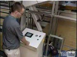 Робот для боулинга (видео)