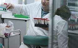 Британские врачи отказываются лечить старых пациентов и алкоголиков