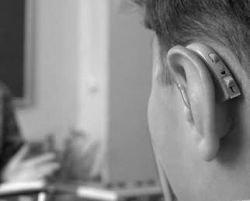 Мальчик стал слышать после 9 лет глухоты
