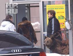 Иосиф Кобзон приехал за внуком с медведем (фото)