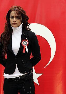 Турецких студенток оденут в платки