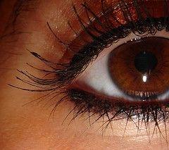 Использование контактных линз чревато развитием глазных инфекций