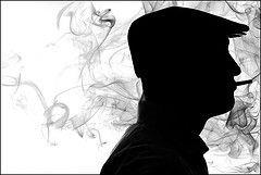 Курильщиков в России становится всё больше, а виноваты в этом западные табачные компании