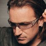 Боно разрешил японскому премьеру качать песни U2 из интернета
