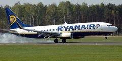 Ryanair раздает авиабилеты за поцелуи