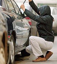 Как угнать автомобиль на глазах у хозяина? (видео)