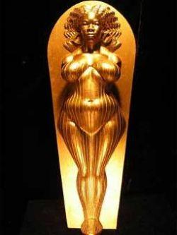 Скандально известный скульптор Дэниел Эдвардс создал саркофаг Опры Уинфри