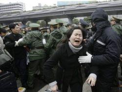 Штурм городского транспорта - последствия снегопада в Китае (фото)