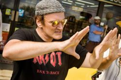 Квентин Тарантино (Quentin Tarantino) напал на папарацци (видео)