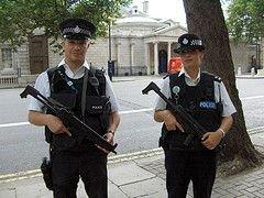 Английская полиция планирует отказаться от составления протоколов при уличных обысках