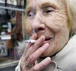 """Японских курильщиков обязали получить \""""табачный паспорт\"""""""