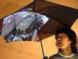Японкий зонт покажет клипы из интернета